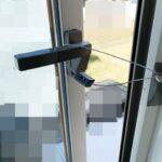 片開き窓が強風で全開を防ぐには!マドが壊れる前に備える対策